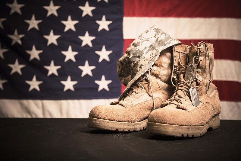 USA-Military-boots,-hat-and-dog-tags-with-flag-cm