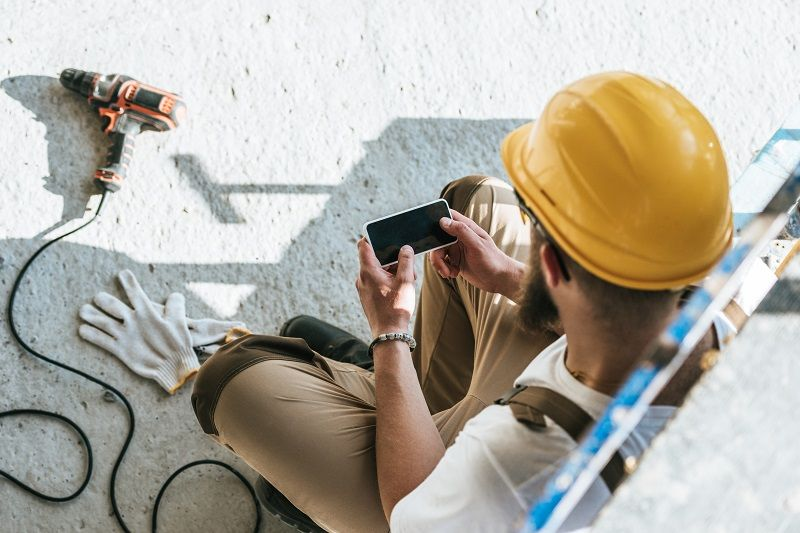 Are Mobile Phones Dangerous On A Construction Job Site?