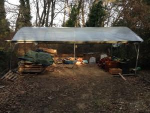 provisorischen Unterschlupf für Camper ohne Zelt selten Regen, irgendwo zwischen Bad und Treffpunkt