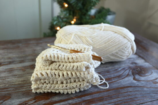 Homestead Blog Hop Feature - How to Crochet a Dishcloth for absolute beginners