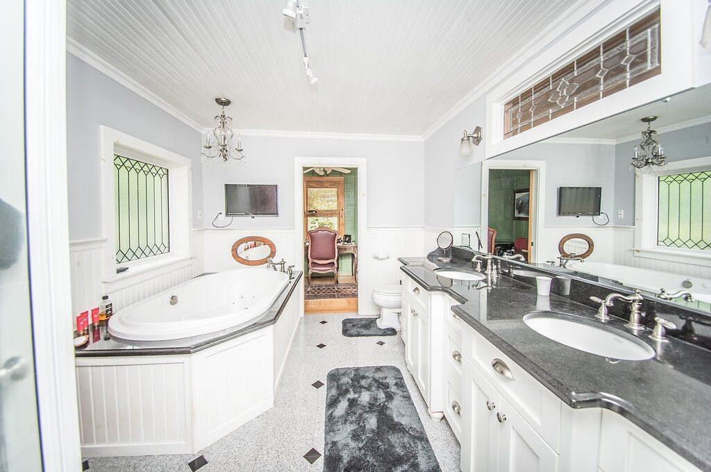 535 Landrum Bathroom 3