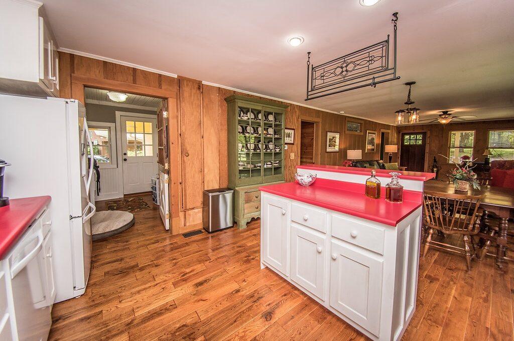 535 Landrum Kitchen 3