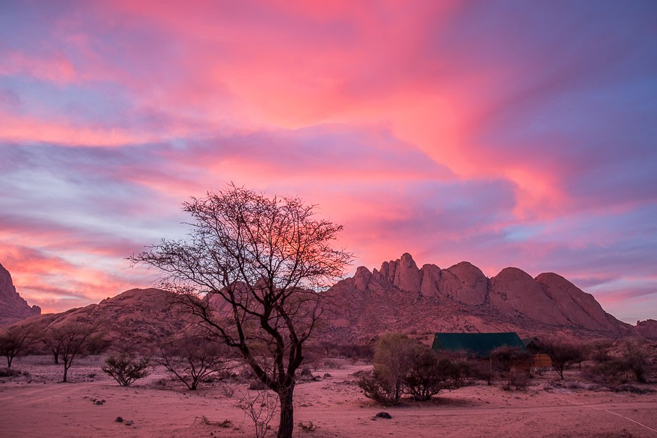 Namibia road trip spitzkoppe sunset
