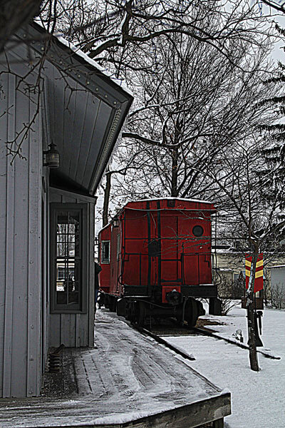 Depot-&-Caboose-in-winter
