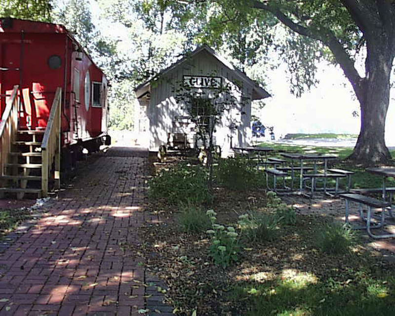 Red-Caboose-&-Depot-2004