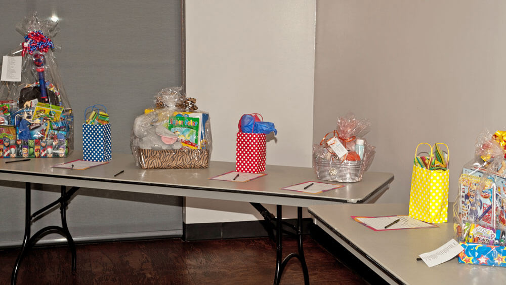 Tables-filled-with-auction-