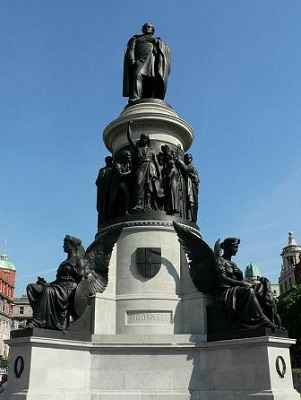O'Connell_Monument,_O'Connell_Street,_Dublin,_Ireland