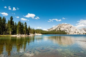 tenaya lake in yosemite national park, california, usa