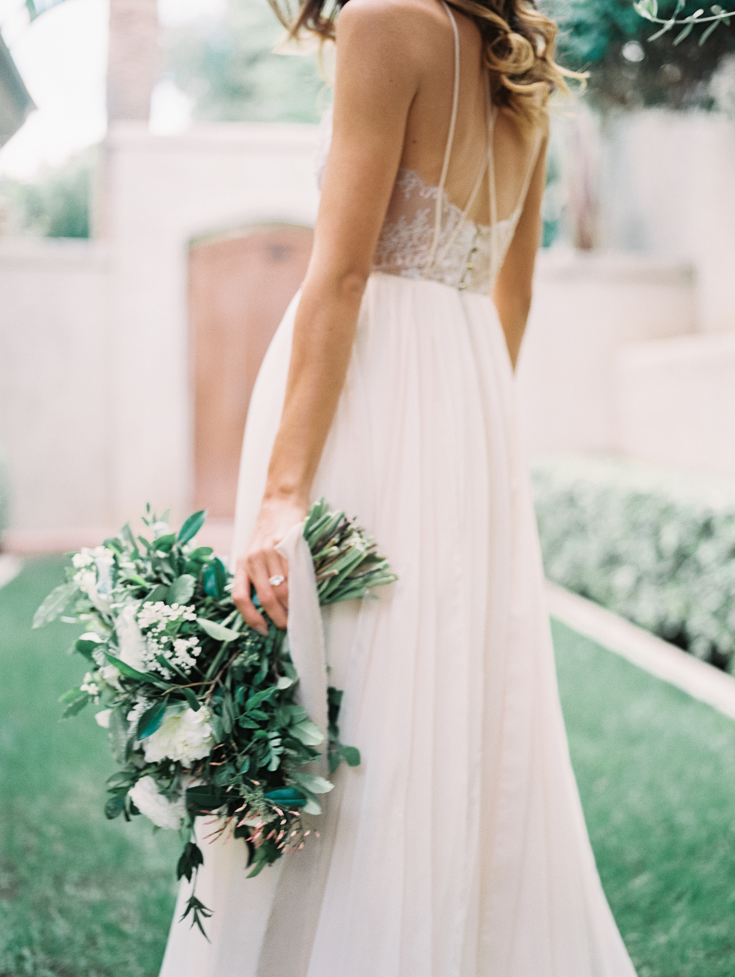 Secluded Backyard Bridal Inspiration
