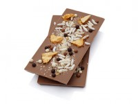 Smooth milk chocolate bar topped with handmade honeycomb, assorted crunchy chocolate balls, puffed rice and crunchy textures. Also available in dark chocolate