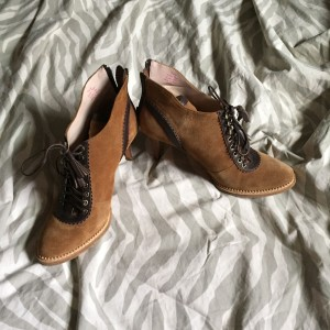 Suede heeled oxford