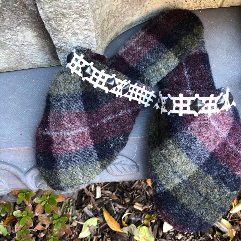Plaid Harris Tweed with white square trima dn black studs