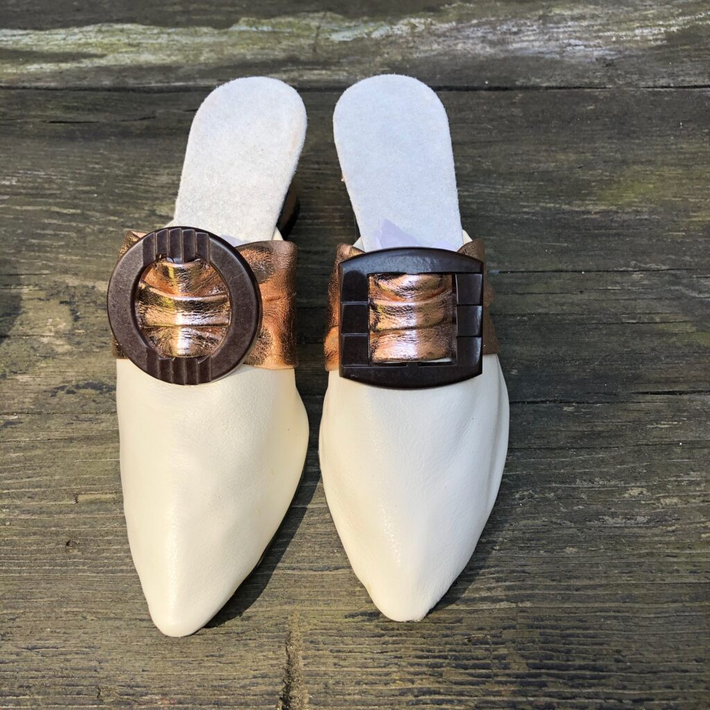 Heel with mismatched buckles