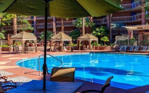 Radisson Suites Tucson Pool