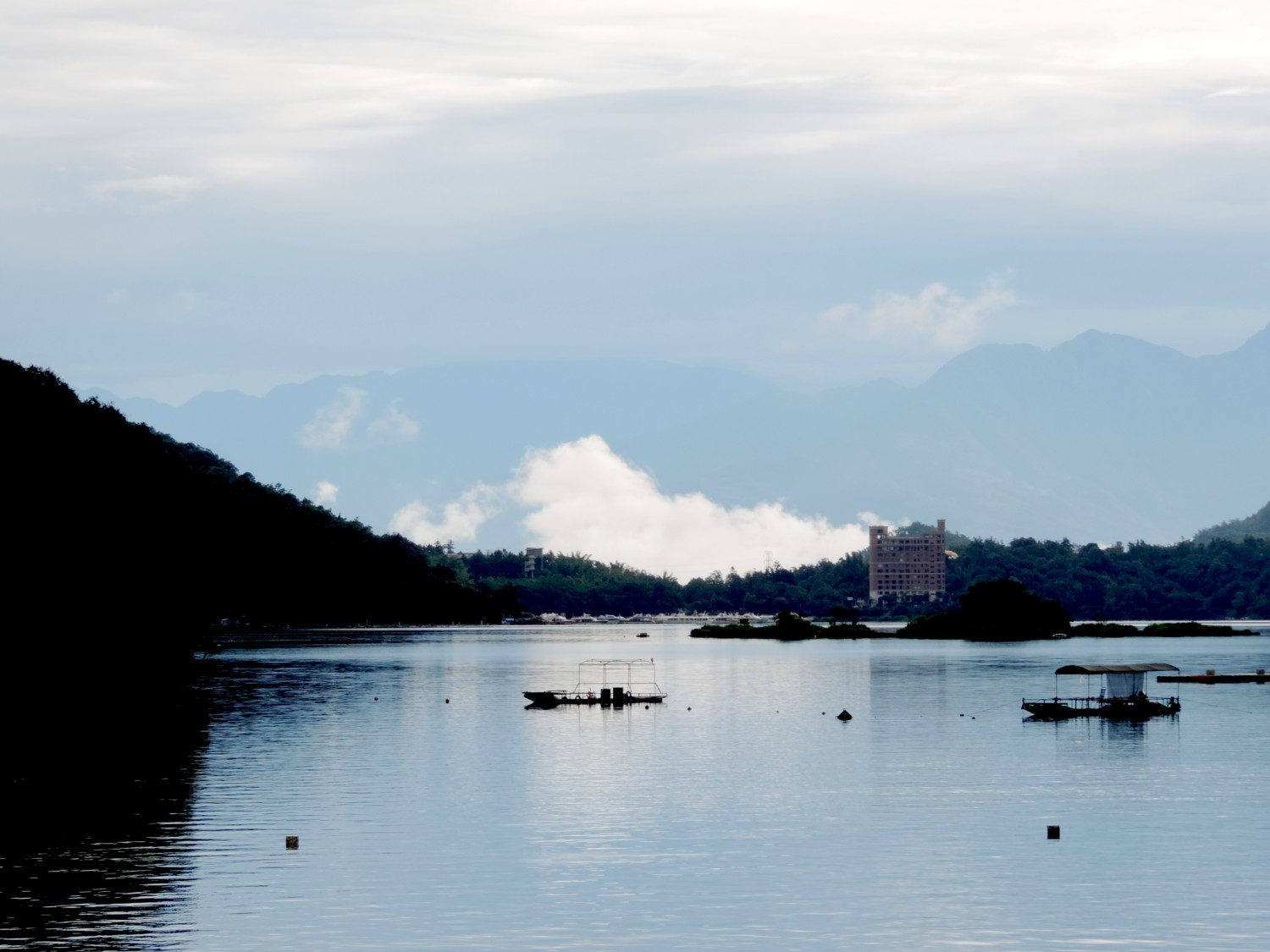 The stunning view of Sun Moon Lake from the bikeway © 2015 Karen Rubin/news-photos-features.com