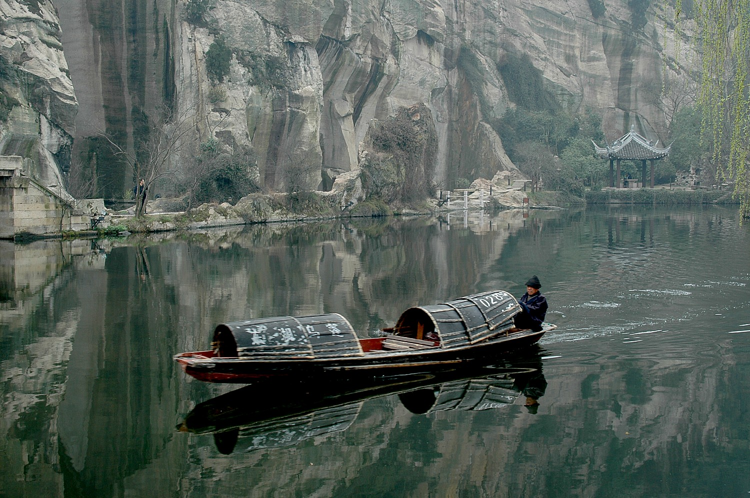 Traditional boats powered by oars pushed by feet, at East Lake, a preserved village in Zhejiang © 2016 Karen Rubin/goingplacesfarandnear.com