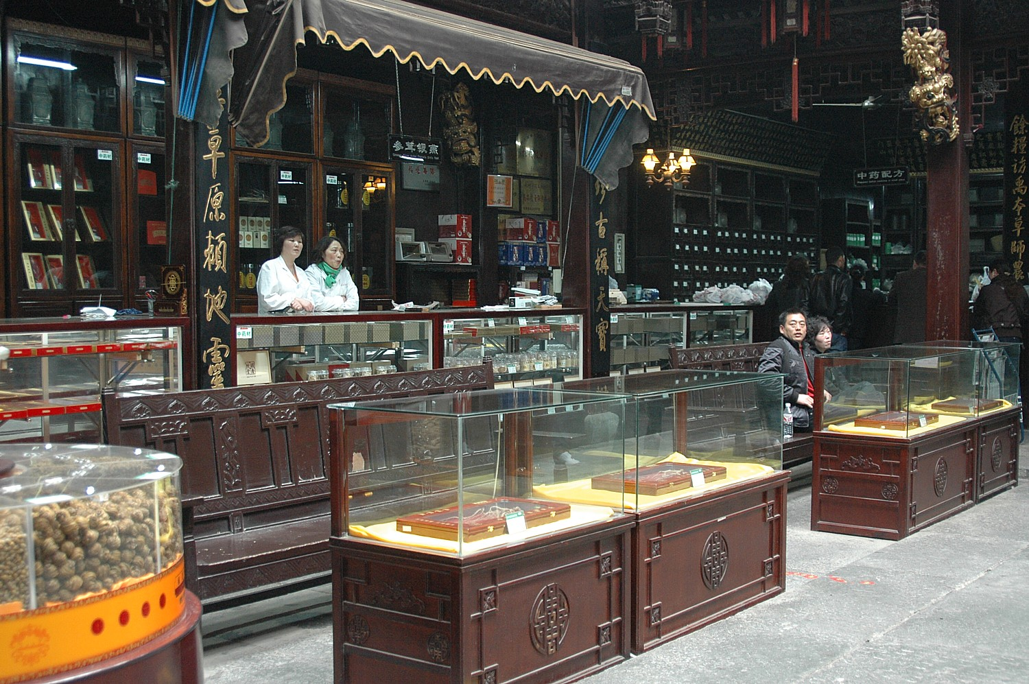 The Hu Qingyutang Chinese Pharmacy founded in 1874 by Hu Xueyan and still operating in Hangzhou, China © 2016 Karen Rubin/goingplacesfarandnear.com