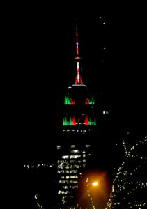 The Empire State Building puts on a show for Christmas © 2016 Karen Rubin/goingplacesfarandnear.com