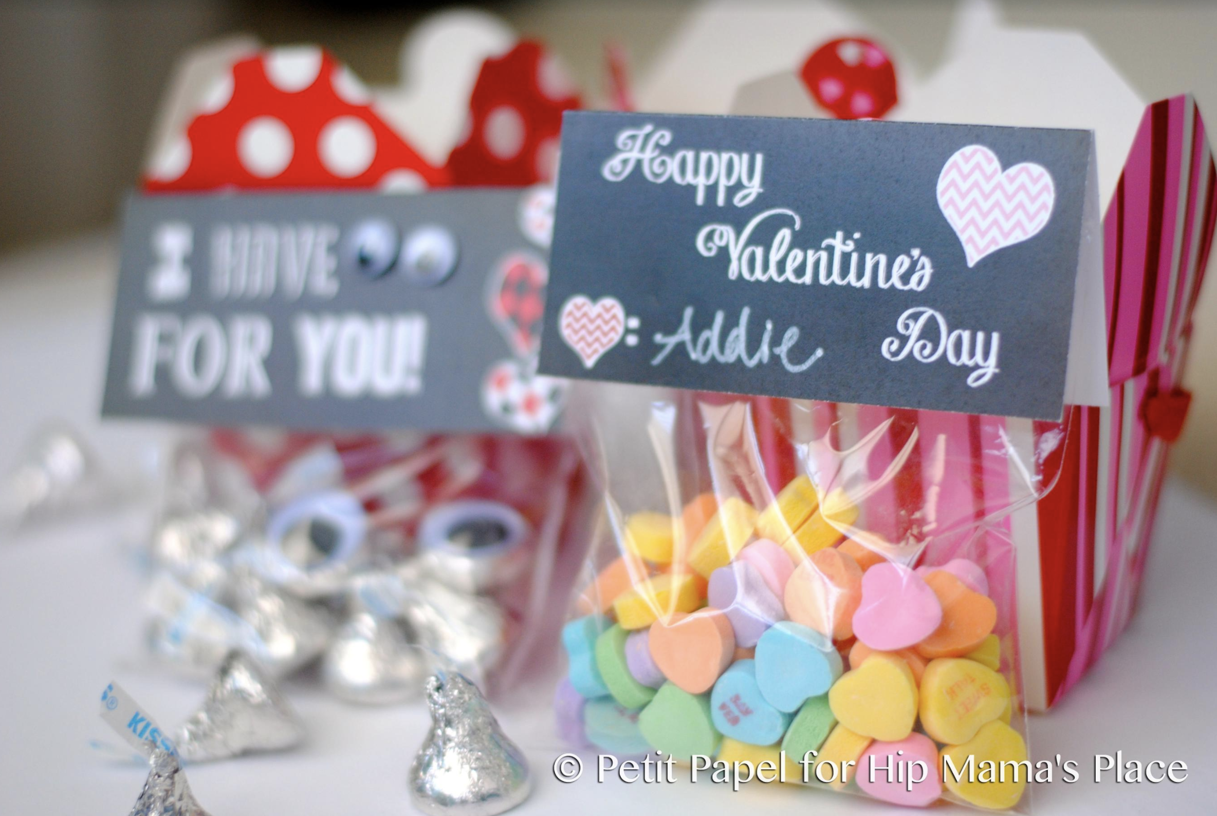 Looking for a cute DIY Valentine goody bag toppers? It's your lucky day! Here's a FREE Printable I Have Eyes For You Valentine's Day Gift Bag Toppers!
