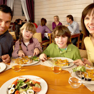 Tips For Eating Out With Kids + Win A $25 Souplantation & Sweet Tomatoes Gift Card!
