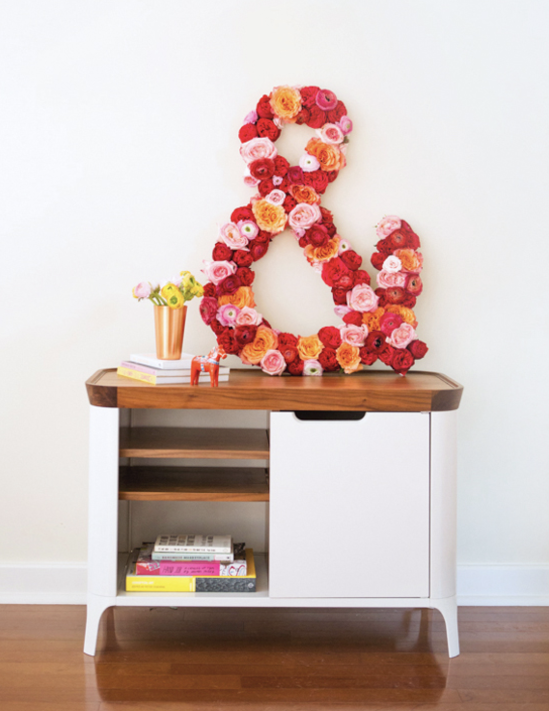 DIY Giant Floral Ampersand spring decor @ HipMamasPlace.com