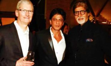 Apple Chief Tim Cook Met ICICI Top Management, Also Met SRK at Dinner