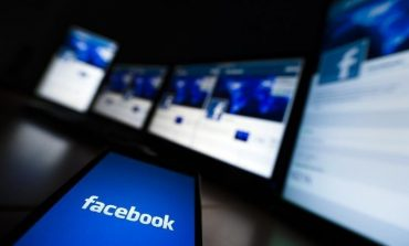 Facebook Forecasts Rising Ad Sales Despite Dip in Usage