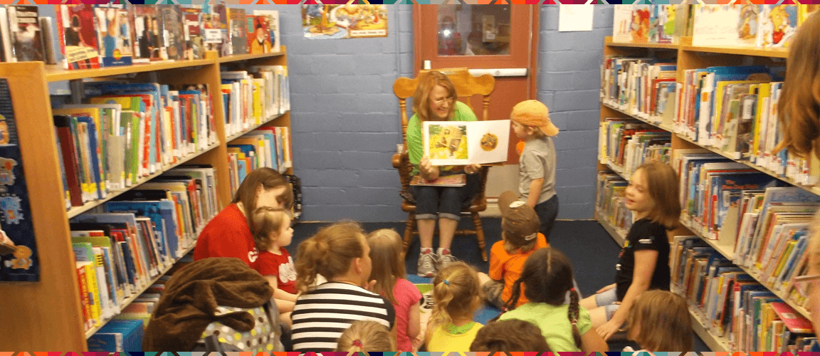 librarian-reading-to-kids