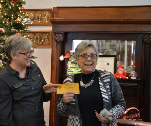 Cindy from Pizza Hut presents Jane with the buffet gift certificate.