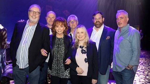 Reba McEntire signs to UMG Nashville, readies first arena tour in nine years