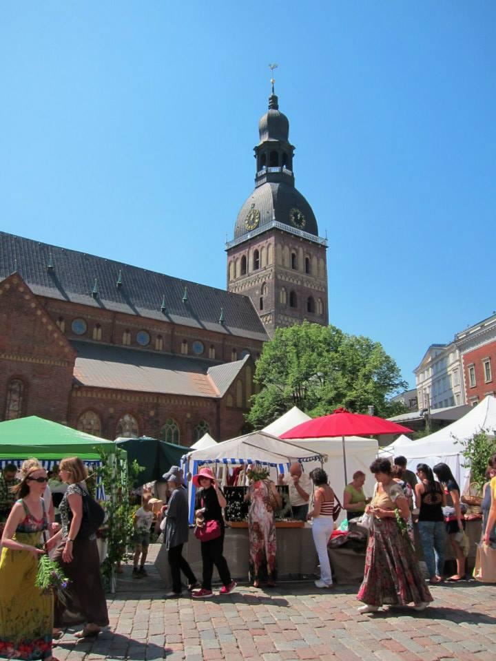 Ligo market in Doms Laukums
