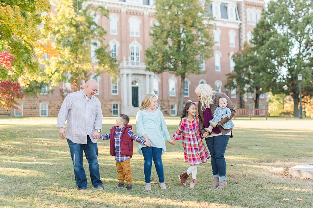 Mann Family Photos at Old Main in Fayetteville, AR