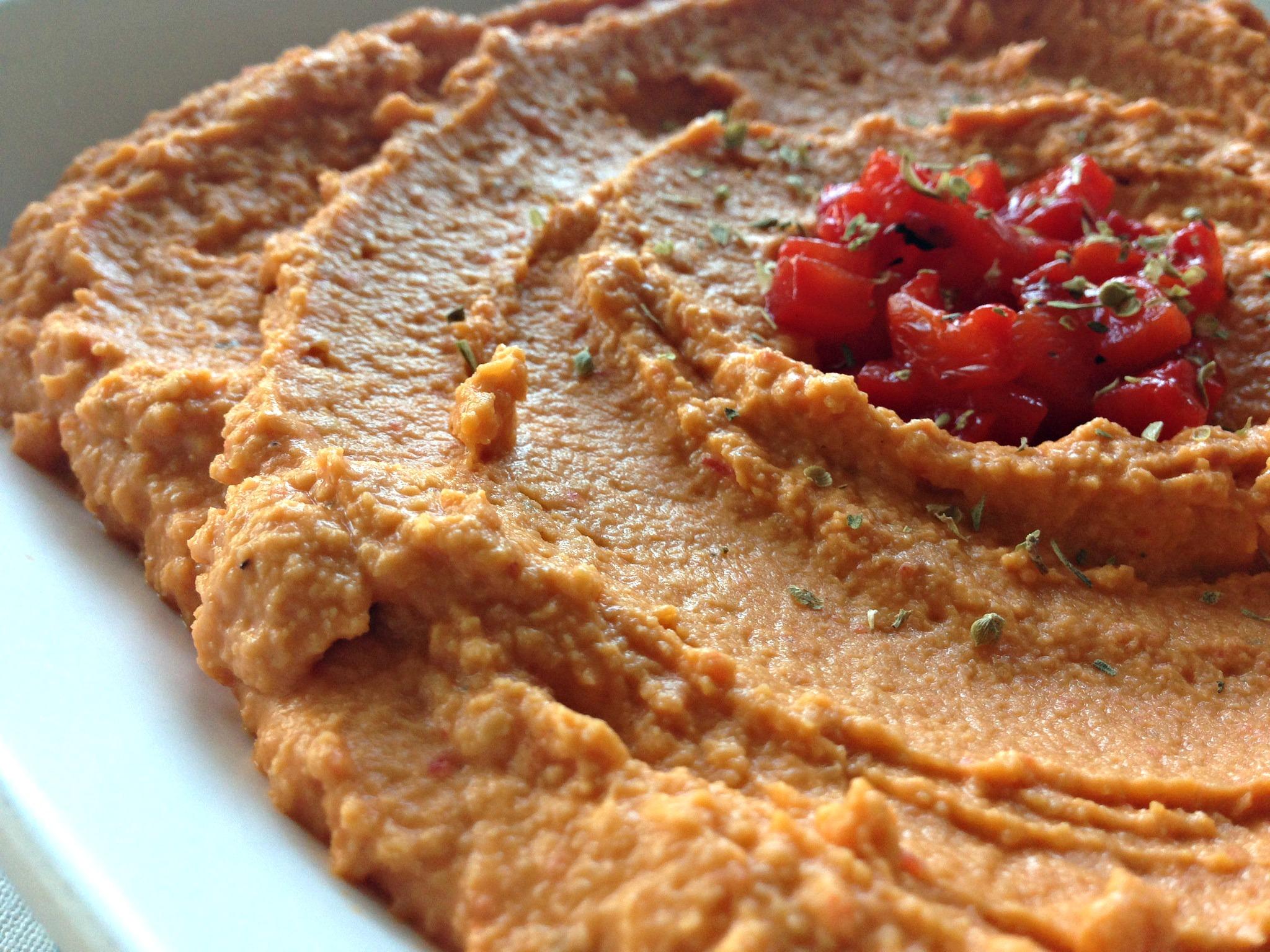 Roasted Red Pepper Hummus {4 Ingredients}