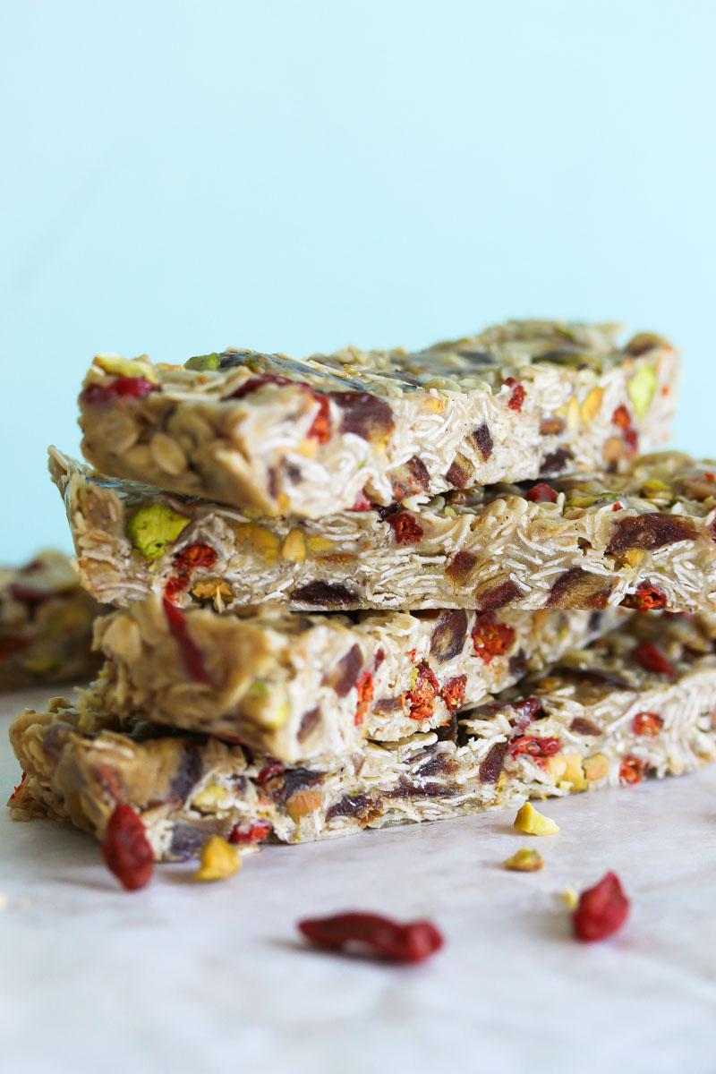 No-Bake Tahini Energy Bars (gluten free, vegan-friendly) | dishingouthealth.com