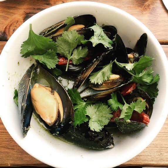 Mussels with Green Curry and Chinese Sausage