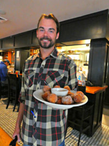 under-the-sun-eatery-boulder-brunch-zeppole