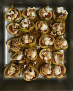 figs with cheese and glaze