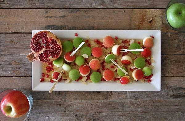 צלחת תפוח בדבש אירוח בסטייל אשת סטייל