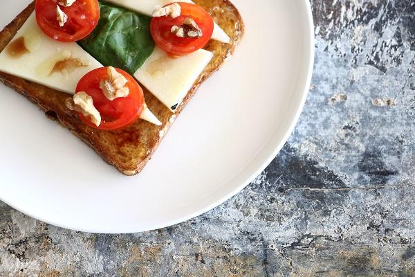 ברוסקטה גבינה עגבניות וריבה אירוח בסטייל