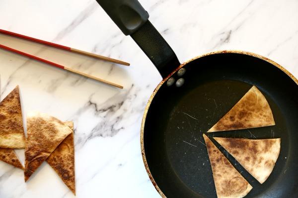 איך להכין קרקרים מטורטיה - EshetStyle (צילום: טליה הדר)