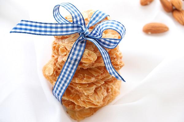 עוגיות שקדים מושלמות בלי לעשות כלום - אירוח בסטייל-EshetStyle (צילום: טליה הדר)