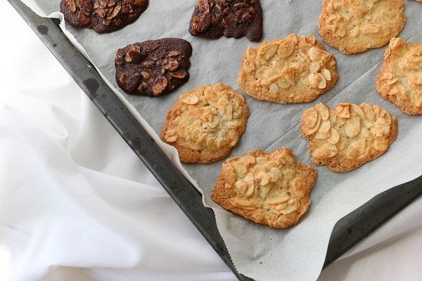 עוגיות שקדים בשני צבעים - מתכון הכי קל שיש - EshetStyle (צילום: טליה הדר)
