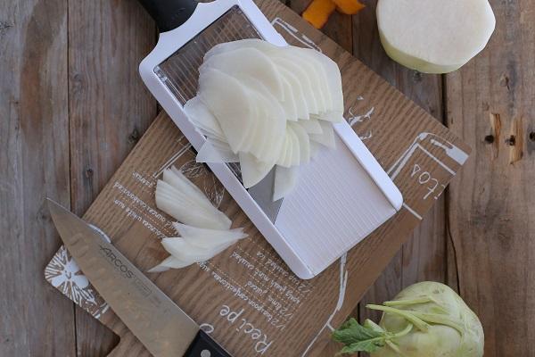 אי לחתוך קולורבי - סלט ירוק עם קוביות מנגו - מושלם לאירוח - EshetStyle (צילום: טליה הדר)