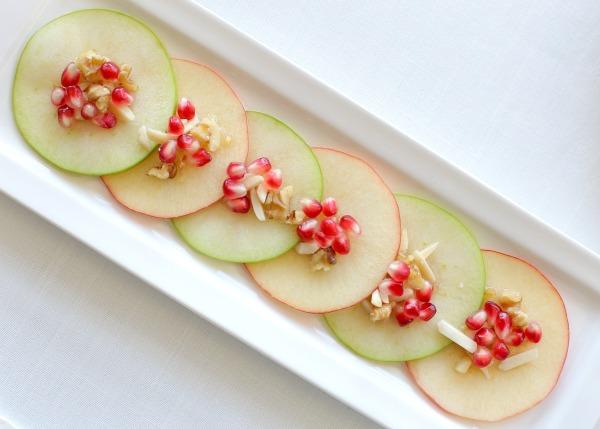 עיצוב שולחן לראש השנה לאירוח בסטייל עם רימונים ותפוחים EshetStyle (צילום: טליה הדר)