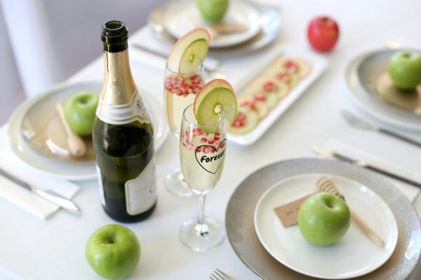 אירוח בסטייל בראש השנה קוקטייל של תפוח ורימונים (צילום: טליה הדר)