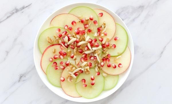קרפצ'יו תפוח בדבש עם גרגירי רימון והפתעות - אירוח בסטייל (צילום: טליה הדר)