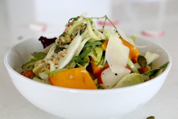 סלט מרענן וצבעוני עם המון דברים טובים - אירוח בסטייל - אשת סטייל בלוג אוכל ואירוח EshetStyle (צילום: טליה הדר)