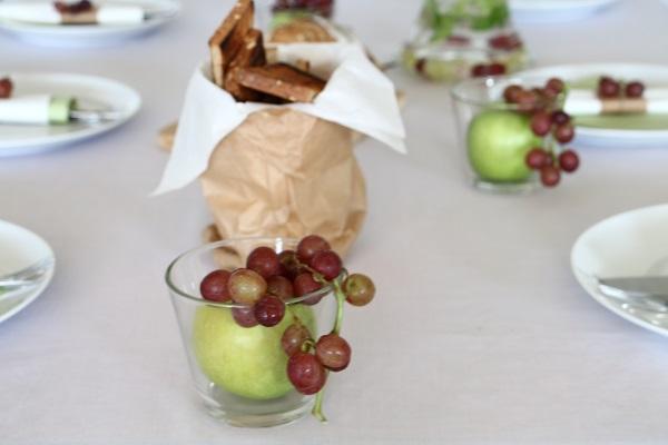 עיצוב שולחן בתפוחים - אירוח בסטייל (צילום: טליה הדר) בלוג אוכל ואירוח אשת סטייל EshetStyle