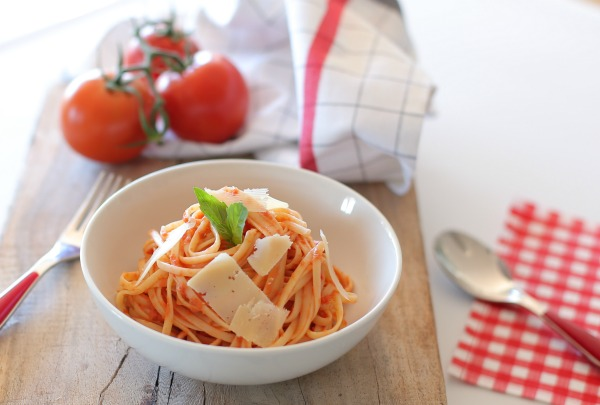 מתכון מנצח לרוטב עגבניות קלאסי לפסטה | הבלוג של אשת סטייל EshetStyle (צילום: טליה הדר)