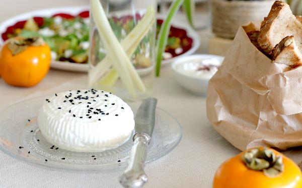 איך להגיש גבינה צפתיתי באירוח של ארוחתבוקר_אירוח בסטייל_מה מגישים בארוחת בוקר (צילום: טליה הדר)
